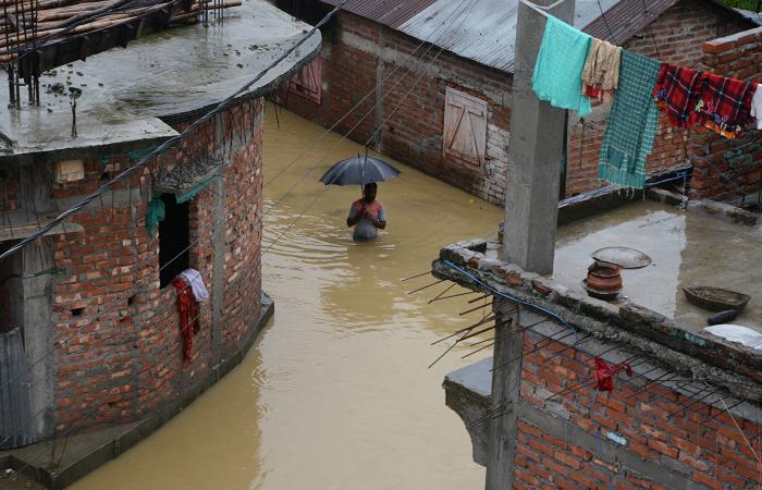 Hindistandakı daşqınlarda 400 min nəfər xəsarət alıb