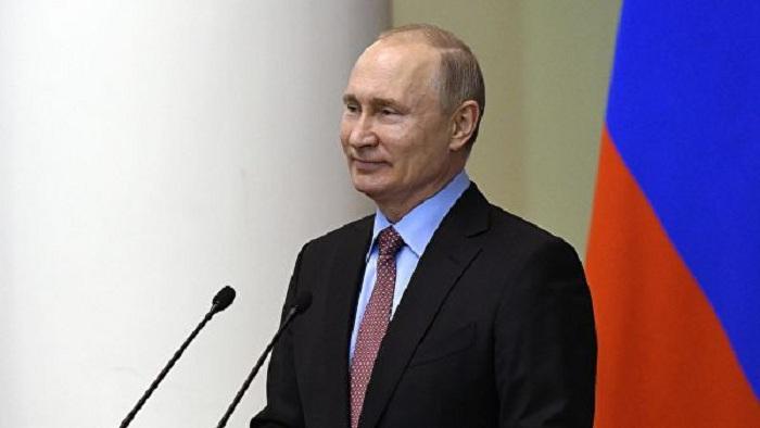 Putin 12 yaşlı məktəbliyə it bağışlayıb