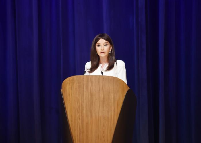 Mehriban Əliyeva UNESKO-nun sessiyasının açılışında - FOTOLAR (Yenilənib)