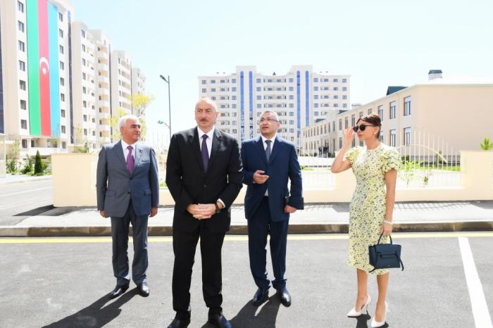 Prezidentlə xanımı köçkünlər üçün tikilən kompleksin açılışında - FOTOLAR