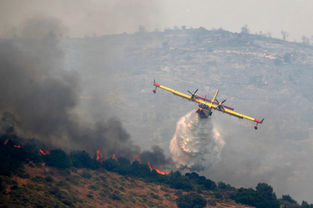 Villages evacuated as wildfires rage in Greece -   VIDEO