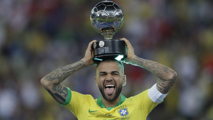 Dani Alves, nombrado el mejor jugador de la Copa América