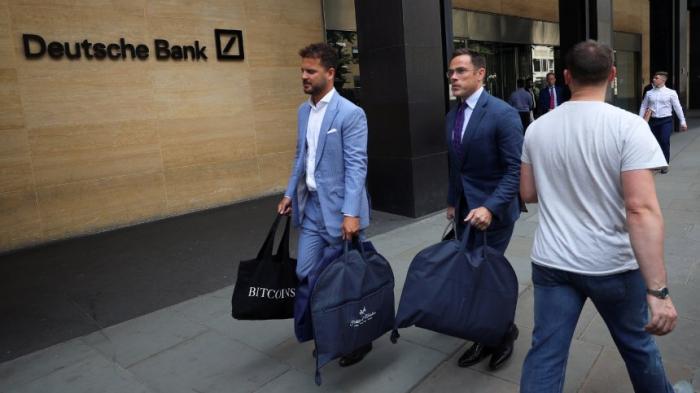 Chefs lassen sich Anzüge schneidern - während Tausende entlassen werden