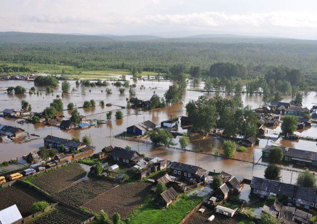 Sube a 486 el número de hospitalizados por inundaciones en la región rusa de Irkutsk