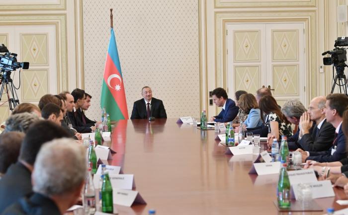 Präsident Ilham Aliyev empfängt Vertreter von MEDEF
