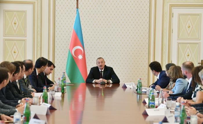 """Aliyev:   """"La reducción de la dependencia en el sector del petróleo y el gas es la principal tarea"""""""