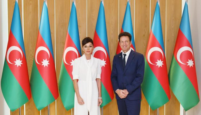 Aserbaidschans erste Vizepräsidentin trifft sich mit dem Präsidenten des Wirtschaftsratsder MEDEF