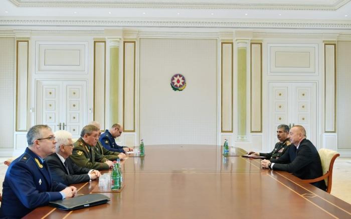 Ilham Aliyev recibe a Valerí Gerásimov