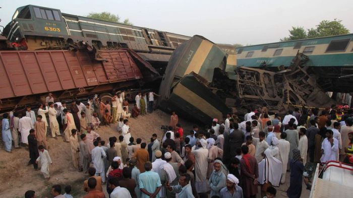 Train crash kills 11, injures 70 in Pakistan