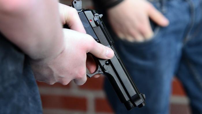 VIDEO:   Una joven de 17 años muere a manos de un policía de EE.UU. al que amenazó con un arma falsa