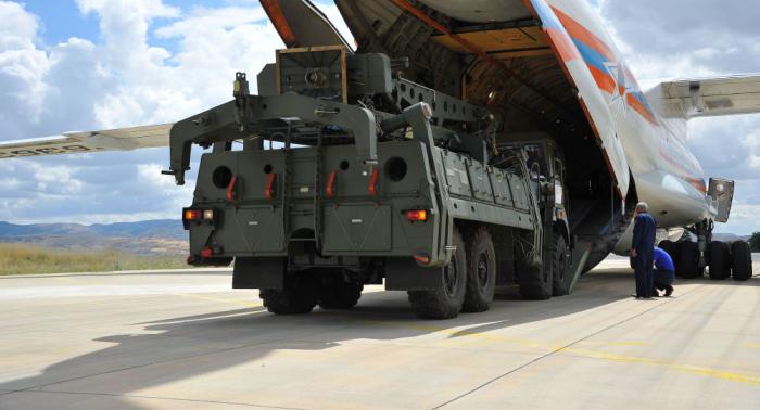 Aterriza en Turquía el quinto avión ruso con componentes de los sistemas S-400