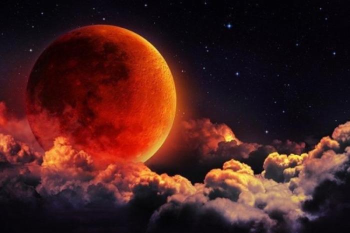 İlin ikinci Ay tutulması başlayıb