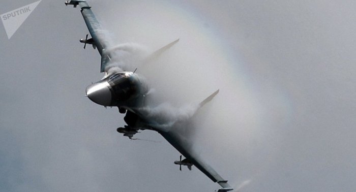 """Spektakuläres Manöver in Russland: Su-34 vernichtet """"Gegner"""" –   Video"""