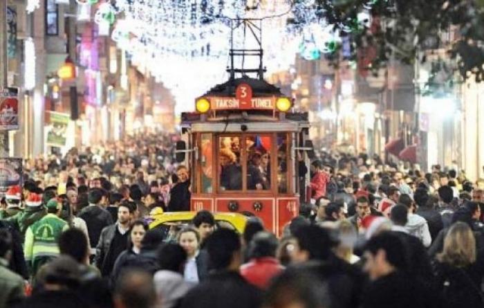 İstanbulu rekord sayda turist ziyarət edib