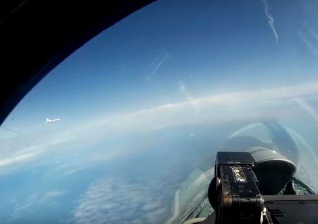 Tu-160 über Ostsee: Verteidigungsministerium macht Video von Flug russischer Maschinen publik