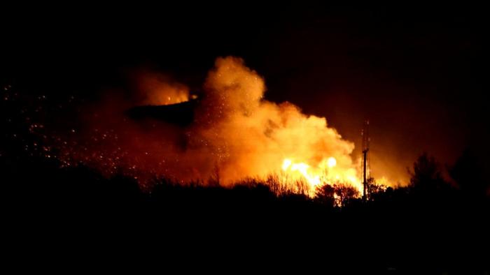 Un enorme incendio obliga a cancelar un festival de música en Croacia