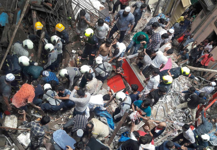 Building collapse leaves more than 40 trapped in Mumbai