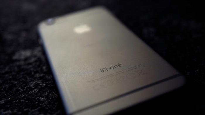 FOTO: Un iPhone 6 le explota en las manos a una niña de 11 años mientras lo estaba usando