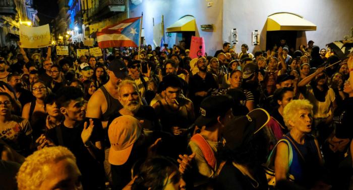 Renuncia de gobernador de Puerto Rico recibe más de 105.000 firmas