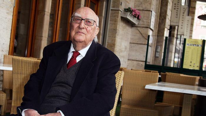 Muere a los 93 años el escritor italiano Andrea Camilleri, creador de la saga del comisario Montalbano