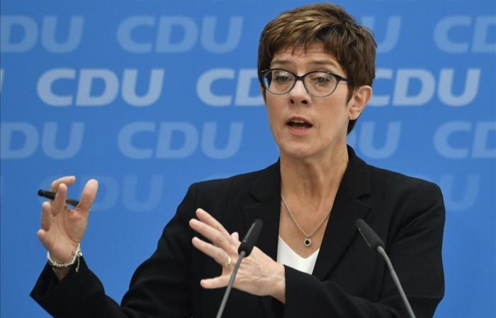 La heredera de Merkel se convierte en ministra de Defensa