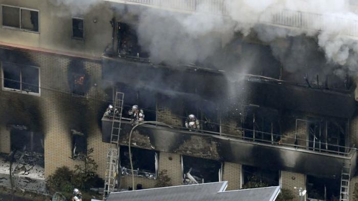 VIDEO:   Un incendio en un estudio de animación en Japón deja varios muertos y heridos