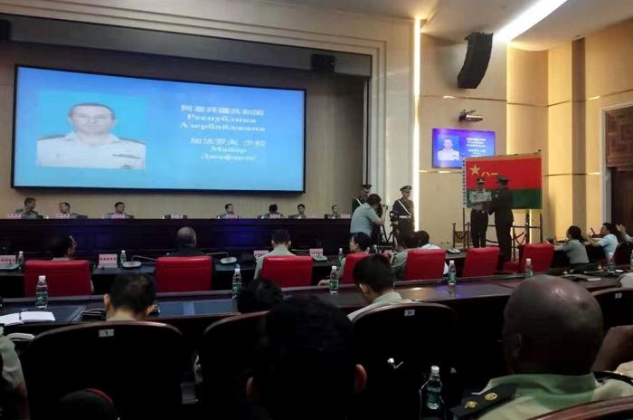 Aserbaidschanischer Offizier absolviert chinesische Militärakademie mit Goldmedaille