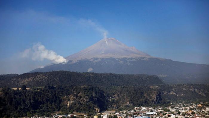 El volcán mexicano Popocatépetl emite 165 exhalaciones y provoca caída de ceniza en seis municipios