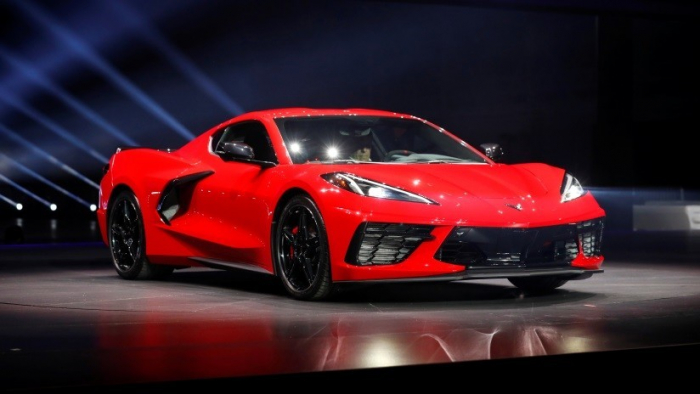 FOTOS:   Chevrolet presenta el primer Corvette con motor central en su historia