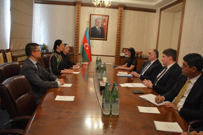 El canciller de Azerbaiyán recibe a la nueva embajadora china