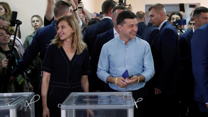 El partido del presidente Zelenski lidera en las elecciones en Ucrania