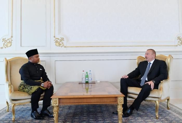 Ilham Aliyev a reçu les lettres de créance des nouveaux ambassadeurs en Azerbaïdjan