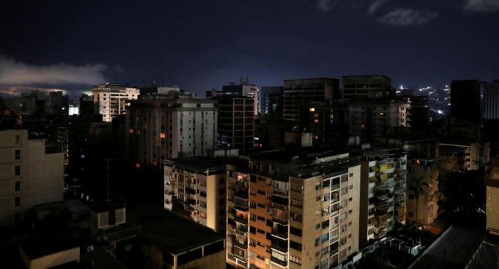 Retorna el servicio eléctrico en algunas zonas de la capital venezolana