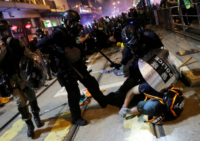Decenas de detenidos en Hong Kong tras los enfrentamientos entre manifestantes y policía