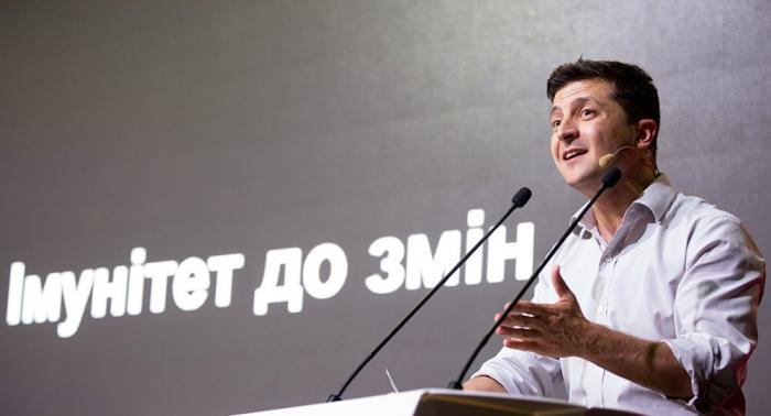 زيلينسكي يعلن استعداد كييف لتبادل الصحفي فيشينسكي بالمخرج سينتسوف