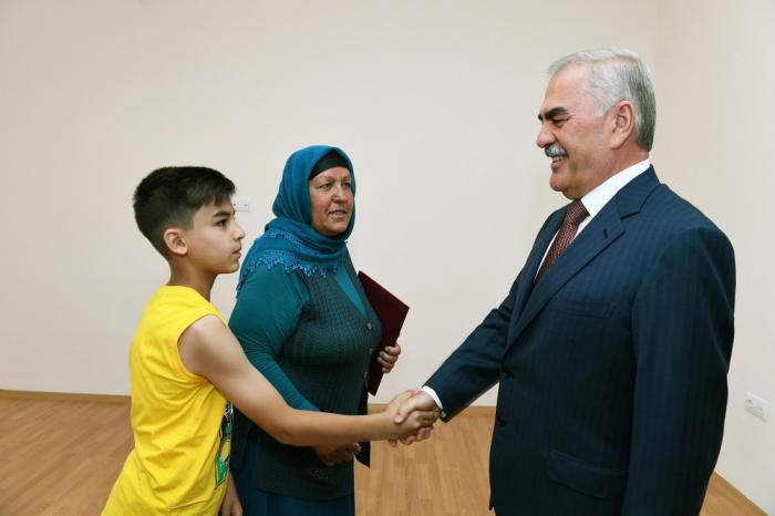 Vasif Talıbov şəhid anasına ev verdi - FOTOLAR