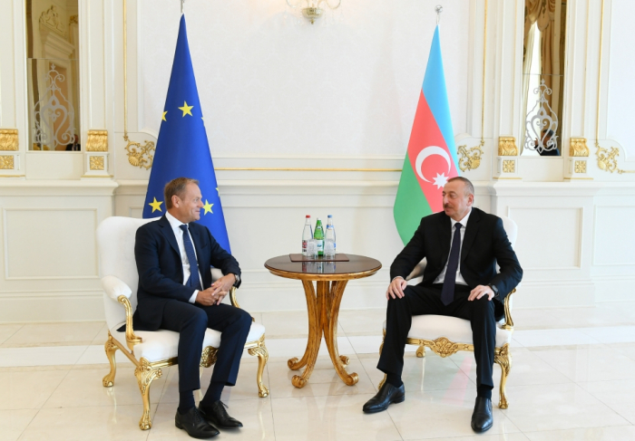Ilham Aliyev, Donald Tusk hold one-on-one meeting
