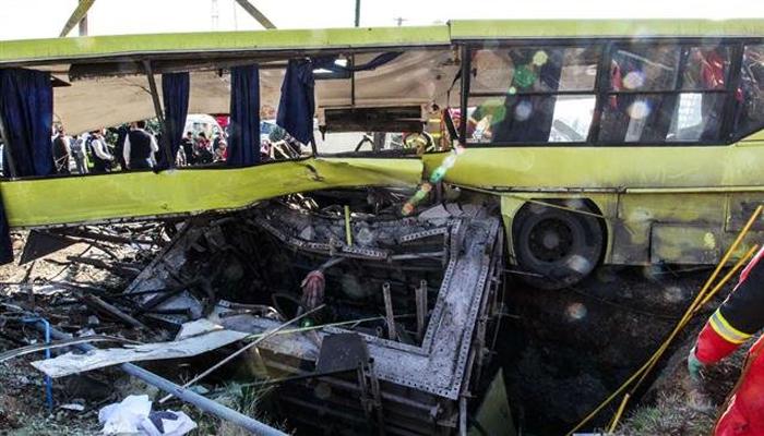 Iran:   13 morts   dans un accident de minibus
