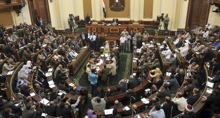 البرلمان المصري يقر تمديد حالة الطوارئ لثلاثة أشهر