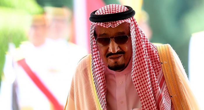 """الملك سلمان يفاجئ السعودييين بـ""""صورة عفوية"""""""