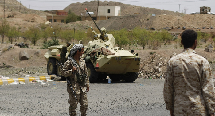 """الجيش اليمني يسقط طائرة استطلاع لـ""""أنصار الله"""" شمال تعز"""