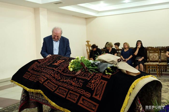 Ayaz Mütəllibov xanımı ilə vidalaşdı - FOTOLAR