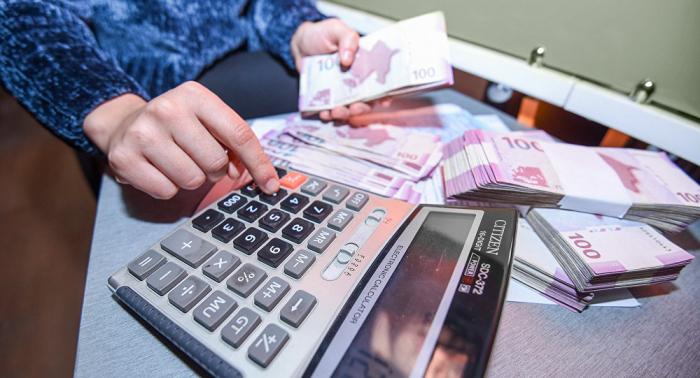 """""""Bank 7 faizlə əmanət cəlb edir, 29 faizlə kredit verir"""""""