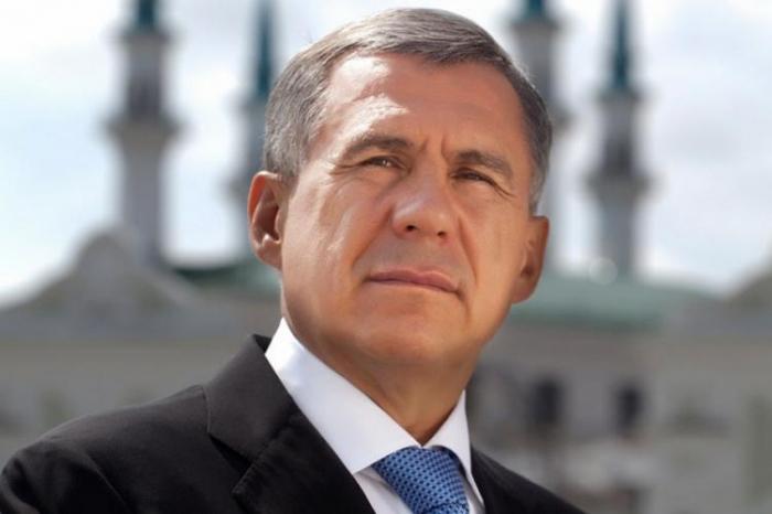 Präsident von Tatarstan kommt in Aserbaidschan an