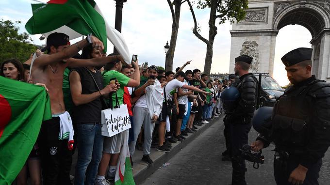 Paris:   magasins pillés lors d