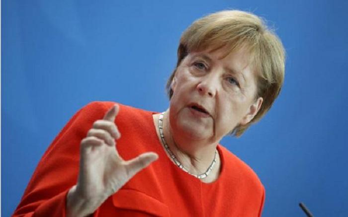 Merkelin aylıq gəliri məlum oldu