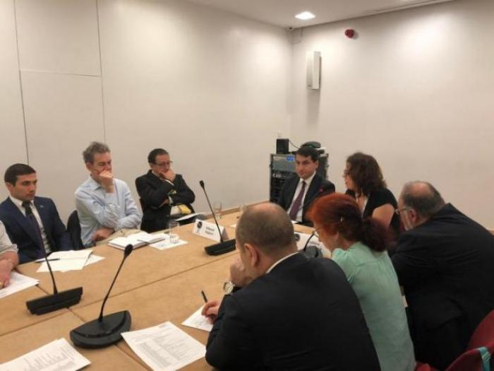 Hikmat Hadjiyev prononce un discours à Chatham House