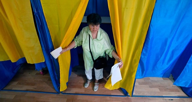 Ukrainians head to polls in snap parliamentary election