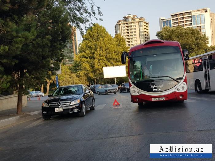 """""""BakuBus"""" avtobusu xarab olub yolda qaldı - FOTO"""
