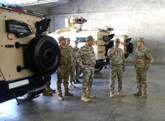 Ministro de Defensa examina unidades militares -   FOTOS